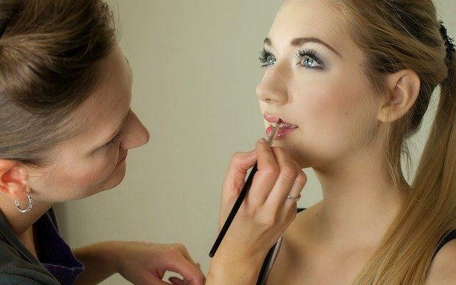 maquillage selon couleur de cheveux