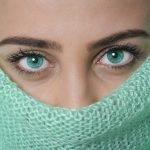 Maquiller des yeux: les bons gestes à adopter