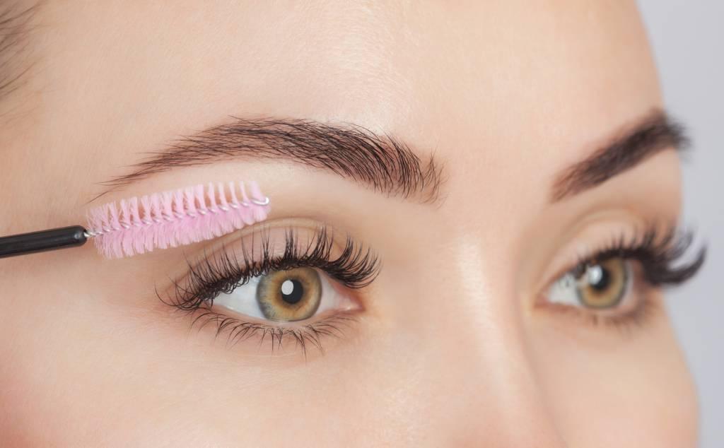 Les sourcils retravaillés, une tendance maquillage 2021